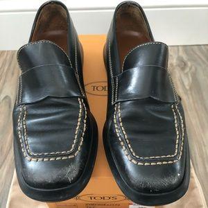 Well worn Tod's Pallame Taj loafer flat